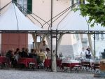La Tirlindana 'alfresco' dining in Piazza Matteotti © AMcA